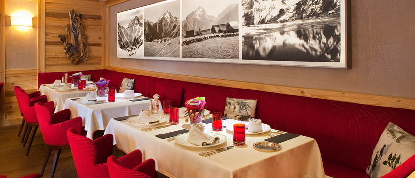 france_les-deux-alpes_hotel-chalet-mounier_dining-room.jpg